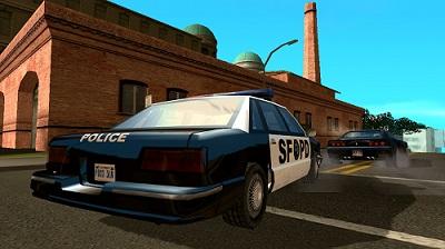 ملاحقة الشرطة لحرامي السيارات بعد تنزيل لعبة جراند 2017 للاندرويد